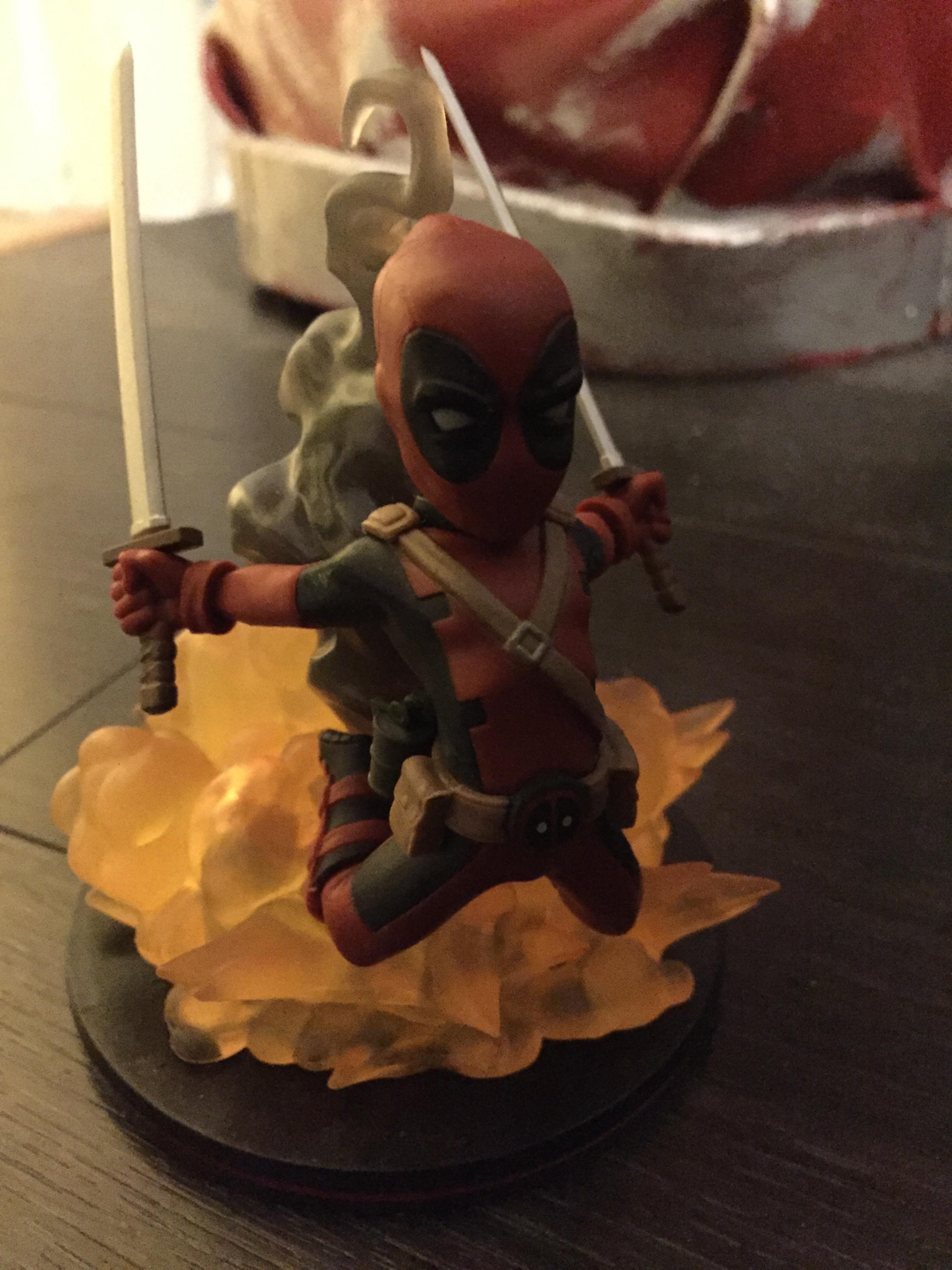 Deadpool figure no light